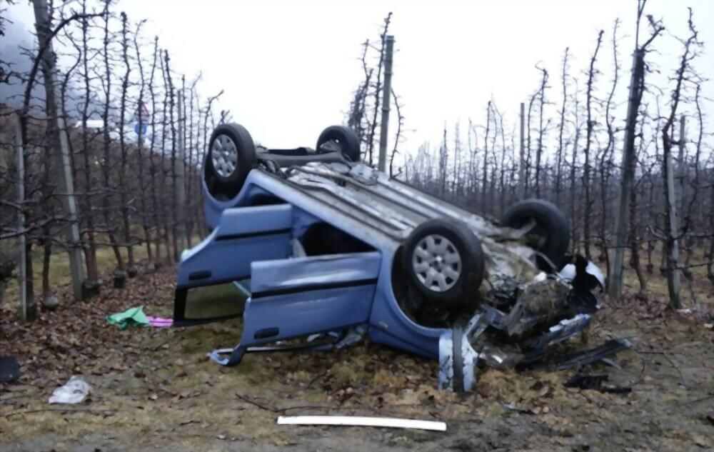 Auto überschlagen nach Unfall - Autoverschrottung, Autoverwertung, Autoentsorgung deutschlandweit