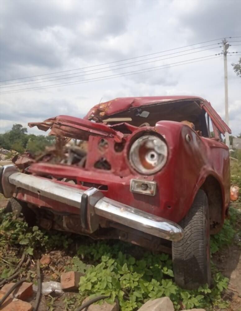 Altes Auto mit großem Schaden - Autoverschrottung, Autoverwertung, Autoentsorgung deutschlandweit