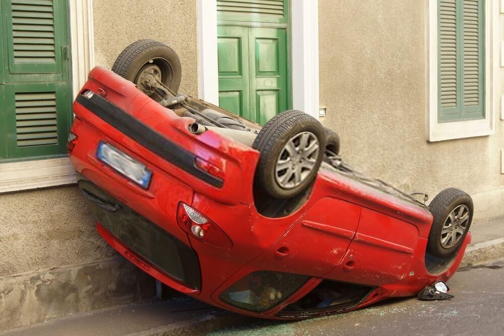 Unfallwagen überschlagen - Autoverschrottung, Autoverwertung, Autoentsorgung deutschlandweit